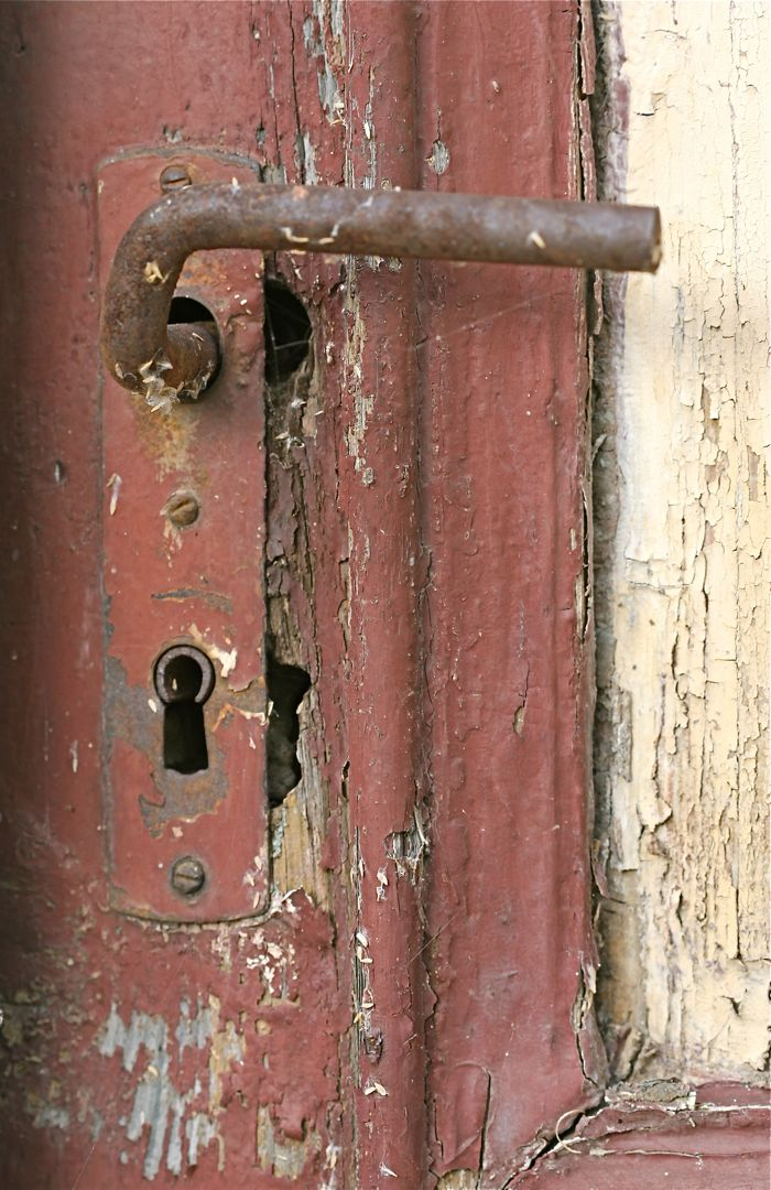 rusty-door_ziesar-germany